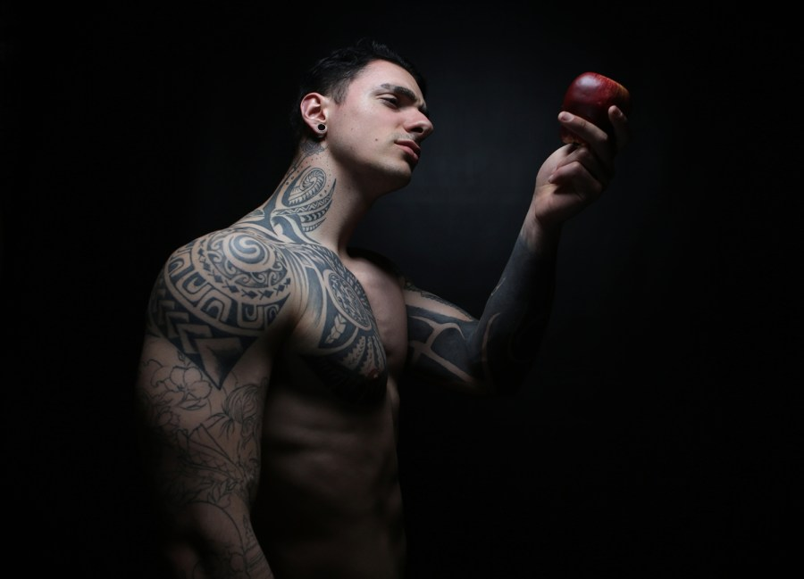 The Forbidden Apple – Story and shots by Luca Boschi